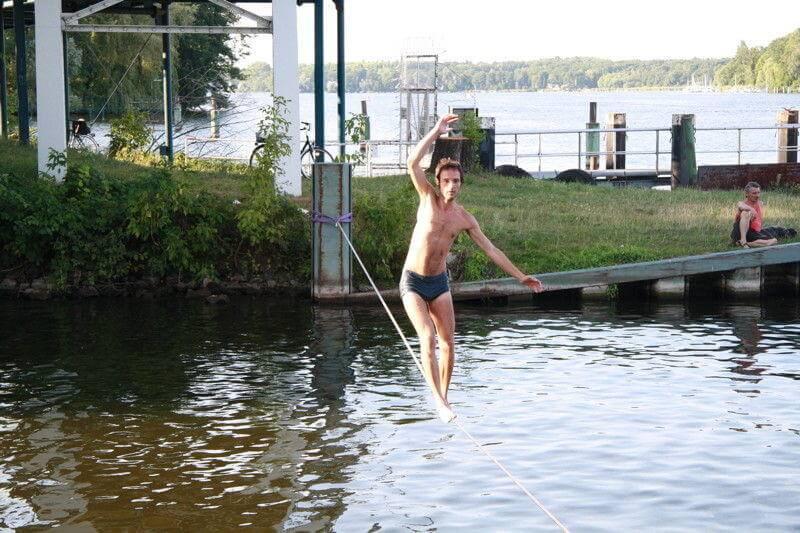 Balancieren über Wasser