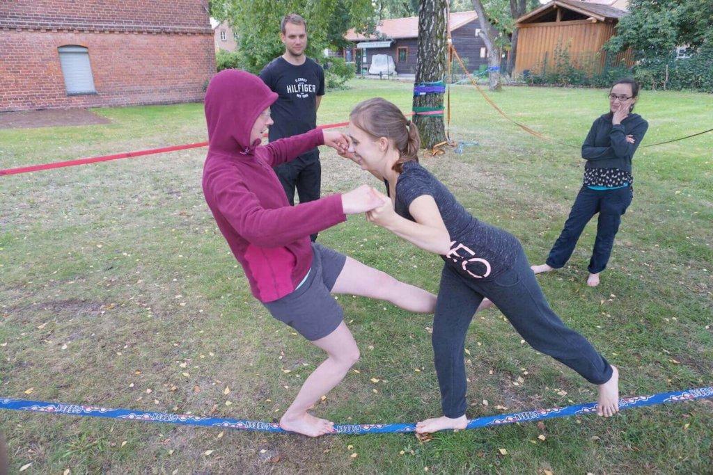Übungen für zwei Personen auf der Line